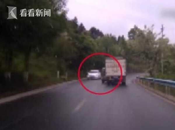 超车失败腾空翻转 老人未系安全带被甩出车外! - 周公乐 - xinhua8848 的博客
