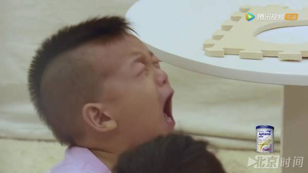 亚虎娱乐平台:何洁独自带儿子上节目,每一个画面都好心酸
