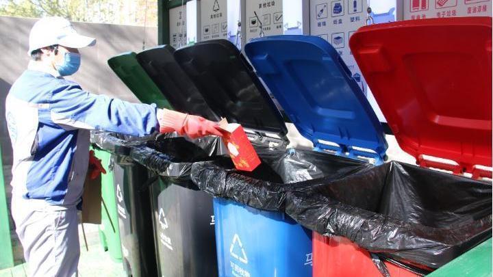 马家堡街道:这儿的垃圾桶走红了!有人体传感器,能自动开关桶盖