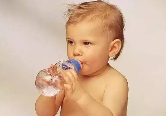 宝宝何时必须戒掉奶瓶?