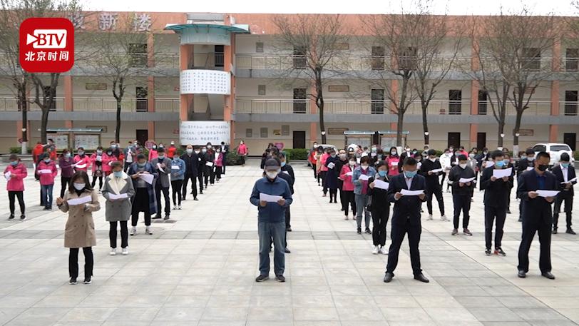 """百余教师变""""学生""""进行开学演练 学生老师每天发两个口罩"""