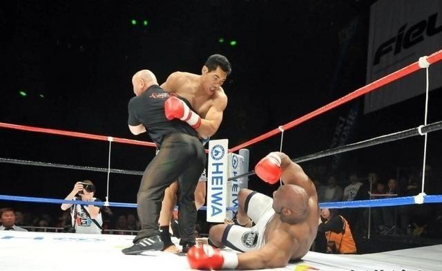 """甘肃出了一个拳坛巨星,身高2米13,一拳便打趴美国2米05的""""巨兽"""""""