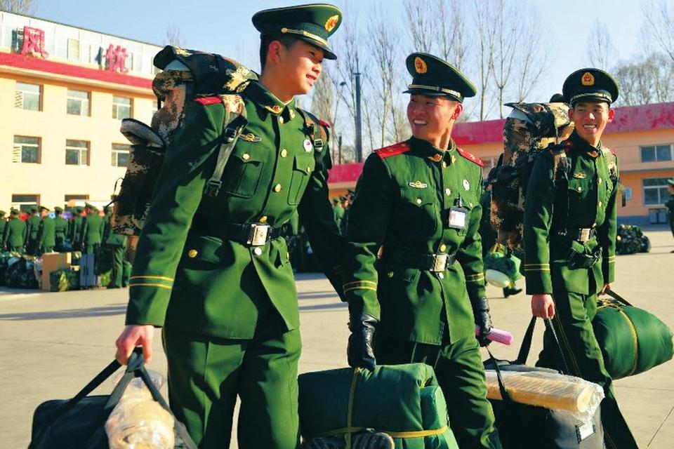 山西武警忻州支队300余名新兵奔赴新岗位