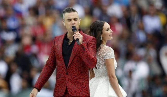 英国歌手罗比威廉姆斯献唱世界杯开幕式,林忆