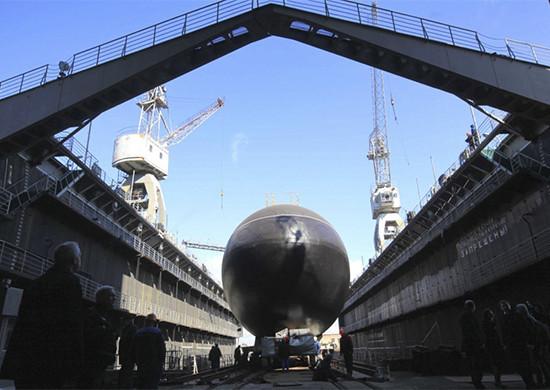 俄罗斯2潜舰黑海军演 乌克兰进入紧急状态