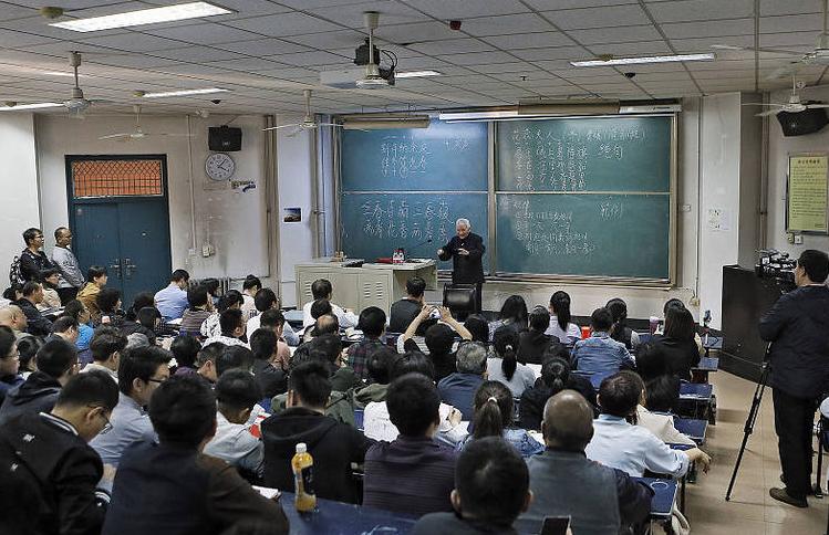 西安:94岁网红教授站两小时讲课 - 周公乐 - xinhua8848 的博客