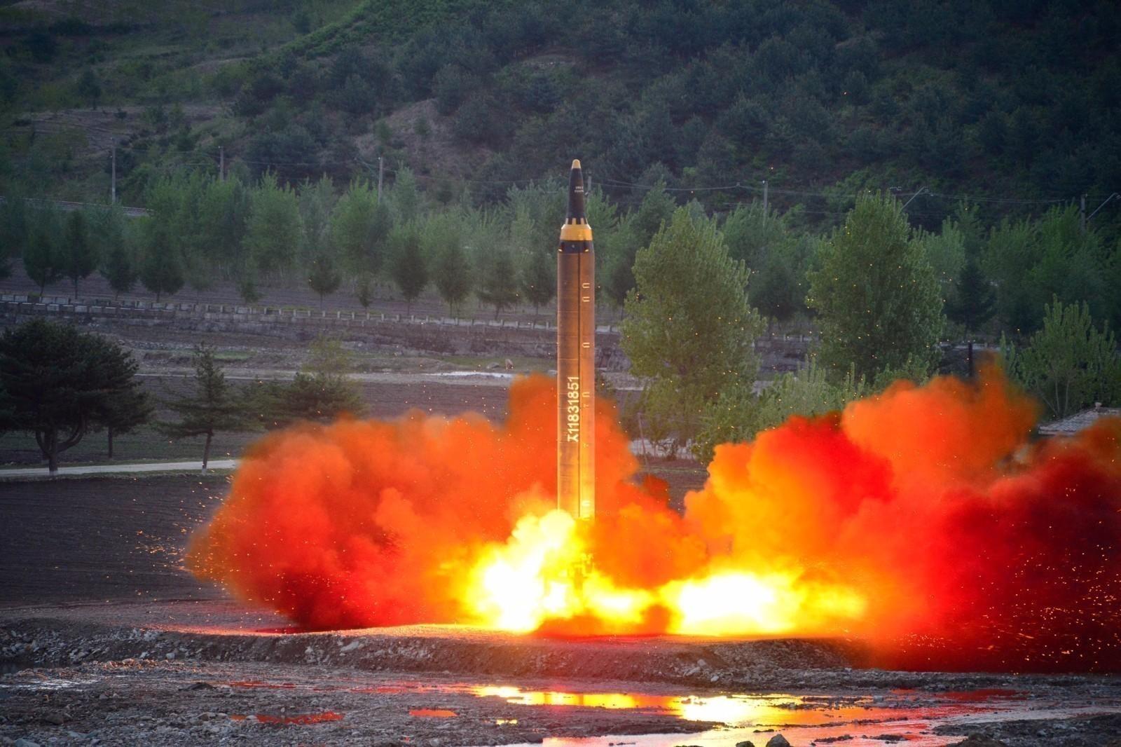 韩军:朝鲜疑进行导弹发射 文在寅紧急召集会议