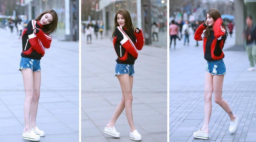 街拍:真是佩服这样的女孩能把冬天当夏天过穿热裤露光腿