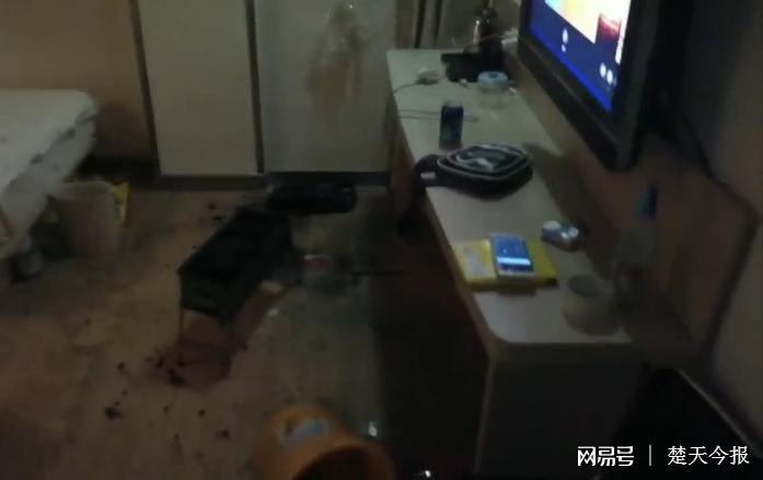 南京2男1女宾馆烧炭自杀 太难受后开门求救