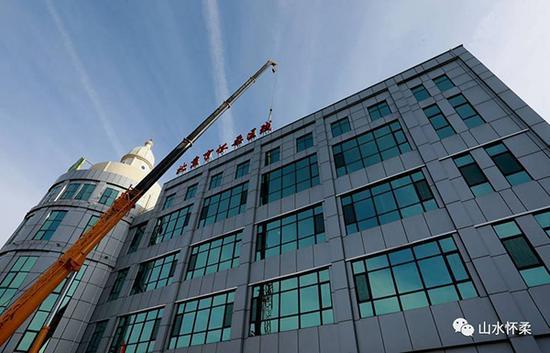 北京怀柔年底前拆除597块广告牌:重现平整天际线